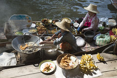 Thai women in boats preparing food at a floating market Thailand Stock Images