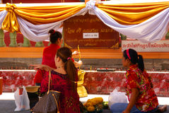 Thai women worship a Buddhist shrine. Royalty Free Stock Photos
