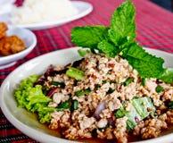 Thaifood, cerdo picadito picante con la hierba llamó a Lab Fotos de archivo