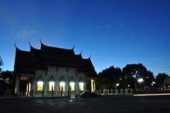 Thailändsk tempel av himmel fotografering för bildbyråer
