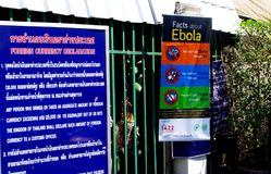 Thailändisch-Myanmar-Grenze - Ebola-Warnung stockfotos