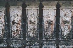 Thailändische alte Skulptur auf der Wand im Tempel, Chiangmai, Thailand Lizenzfreies Stockfoto