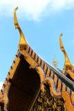 Thailändische angeredete Giebelspitze in Wat Pra Kaew, Thailand stockbilder