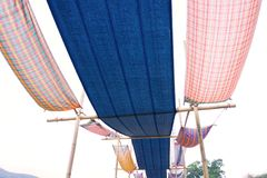 Thailändische Art des Baumwollgewebees verwendet als das Dach für Dekoration stockbilder