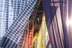 Thailändische Art des Baumwollgewebees verwendet als Vorhang für Dekoration lizenzfreies stockfoto