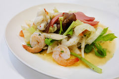 Thailändische Art des Meeresfrucht-Salats Stockfotografie