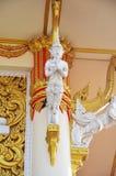 Thailändische Art des Schnitzen und Skulpturwächters am Tempel Thailand Stockbild