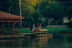 Thailändische Art des traditionellen Hausbootes Lizenzfreies Stockbild