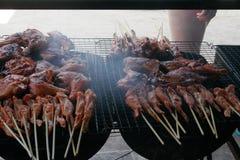 Thailändische Art gegrillter Fleischstock Stockfotos