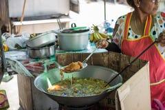 Thailändische Bälle des Nachtischindischen sesams (Kanom Kai Hong) stockfotografie