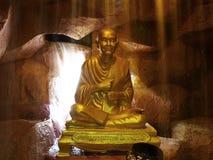 THAILÄNDISCHE BUDDHA-STATUE Stockfoto