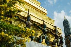 Thailändische Charaktere bei Wat Phra Kaew Stockfotos