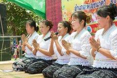 Thailändische Frauen beten auf buddhistischem Lent Day lizenzfreies stockfoto