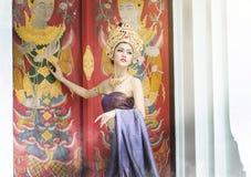 Thailändische Frauen im nationalen Kostüm Lizenzfreie Stockfotos