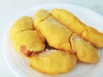 Thailändische Frucht, Durian Cha Nee, auf dem weißen Teller lizenzfreies stockbild