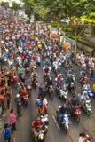 Thailändische Fußballfane feiern, nachdem sie AFF Suzuki Cup 2014 gewonnen haben Lizenzfreie Stockfotos