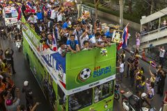 Thailändische Fußballfane feiern, nachdem sie AFF Suzuki Cup 2014 gewonnen haben Stockfotos