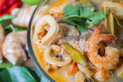 Thailändische Gewürzsuppe Toms yum, thailändisches Lebensmittel Lizenzfreies Stockfoto