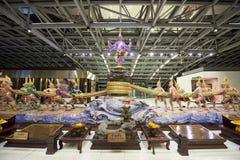 Thailändische Gottmonumente an Suvarnabhumi-Flughafen Stockfoto