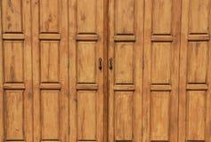 Thailändische hölzerne Türen Stockbilder