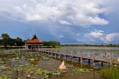 Thailändische hölzerne Tempelarchitektur stockbilder