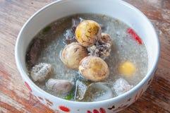 Thailändische Hühnersuppe Stockbild