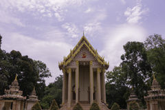 Thailändische historische Gebäude im thailändischen Tempel Lizenzfreie Stockbilder