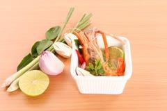Thailändische Küche-, heiße und saurethailändische Suppe mit Garnele Tom Yam Kung Lizenzfreie Stockfotografie