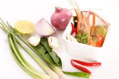Thailändische Küche-, heiße und saurethailändische Suppe mit Garnele Tom Yam Kung - nahes hohes Stockbilder