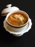 Thailändische Küche, Tom-Jamswurzelwinkel des leistungshebels Stockfotografie