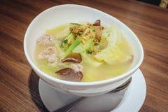 THAILÄNDISCHE Kohl-Suppe mit Schweinefleisch Lizenzfreie Stockfotos