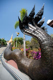 Thailändische Kunst auf Treppenhaus zur goldenen Pagode in Wat Pa Phu Kon-Tempel Lizenzfreies Stockbild