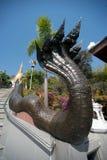 Thailändische Kunst auf Treppenhaus zur goldenen Pagode in Wat Pa Phu Kon-Tempel Lizenzfreies Stockfoto