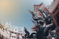 Thailändische Kunstwächterschlange verziert in Wat Pa Phu Kon, Thailand Lizenzfreie Stockfotografie
