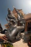 Thailändische Kunstwächterschlange verziert in Wat Pa Phu Kon, Thailand Stockbilder