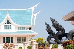 Thailändische Kunstwächterschlange verziert in Wat Pa Phu Kon, Thailand Lizenzfreie Stockfotos