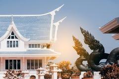 Thailändische Kunstwächterschlange verziert in Wat Pa Phu Kon, Thailand Lizenzfreie Stockbilder