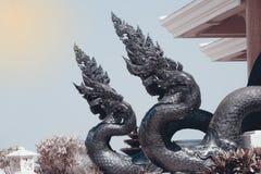 Thailändische Kunstwächterschlange verziert in Wat Pa Phu Kon, Thailand Stockfotografie
