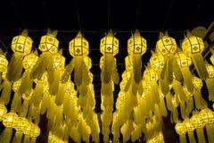 Thailändische Lanna-Artpapier-Lampendekoration nachts Lizenzfreie Stockfotos