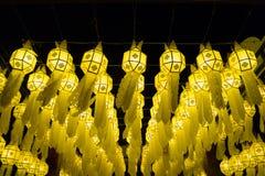 Thailändische Lanna-Artpapier-Lampendekoration nachts Lizenzfreie Stockbilder