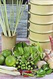 Thailändische Lebensmittelinhaltsstoffe auf Holztisch Stockfoto