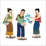 Thailändische Leute genießen Spritzwasser in Songkran-festiva Stockfoto