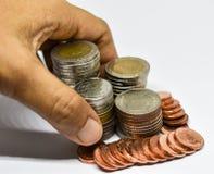 Thailändische Münzen auf weißem Hintergrund Lizenzfreie Stockfotos