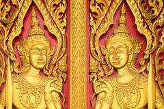 Thailändische Malerei sehnte sich auf der Tür der Kirche in thailändischem Tempel Buddhas Lizenzfreies Stockfoto