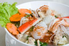 Thailändische Meeresfrüchtenudel stockbild