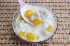 Thailändische Mehlklöße in der Kokosnusscreme und -ei Lizenzfreie Stockbilder