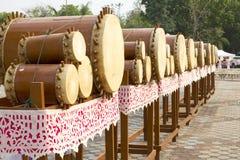Thailändische Musikinstrumentantike der Trommeln nur im Norden von Thailand, genannt lanna Klong Puja oder Puja Drums Satz Lizenzfreies Stockbild
