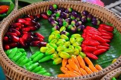 Thailändische Nachtische löschbare nachgemachte Früchte (Kanom-Blick Choup) Lizenzfreie Stockfotografie