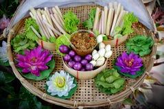 Thailändische Nahrung, Gemüsebad und Paprikapaste lizenzfreies stockbild