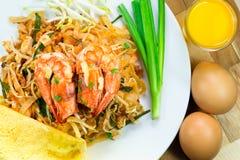 Thailändische Nudel Auflage thailändisch lizenzfreies stockfoto